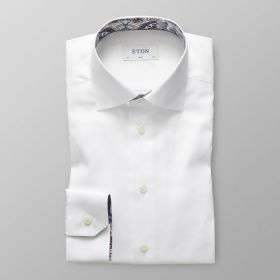 Wit slim hemd met bruin-blauwe print in kraag en aan manchettes Eton