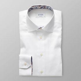 Wit contemp. hemd met bruin-blauwe print in kraag en aan manchettes Eton