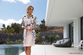 Set 34 roze V-hals kleed met blauwe gebloemde strik in taille Linea Raffaelli