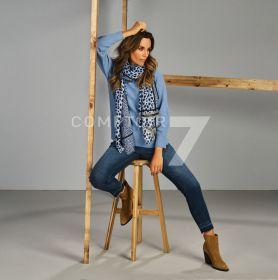 Blauwe jeans met verkleuring en uitrafeling onderaan Raffaello Rossi