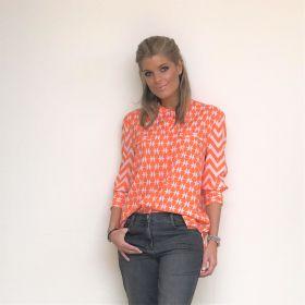 Oranje bloes met zigzag-print op mouwen Herzen's Angelegenheit