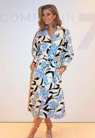 Beige lang kleed met lichtblauwe bloemenprint Seventy