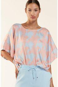 Lichtblauw met roze bloes met print HER
