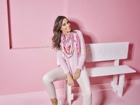 Roze V-hals pull Anneclaire