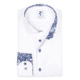 Wit hemd met blauwe print in kraag en aan manchette R2 Amsterdam
