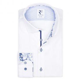 Wit hemd met lichtblauwe bloemenprint op kraag en manchette R2 Amsterdam