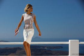 Lila-grijs kleed met witte 'rok' onderaan Linea Raffaelli