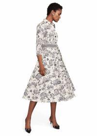 Beige lang kleed met huizen- en bomenprint Riani