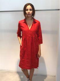 Rood kleed met bloemenborduur bovenaan Rosso 35