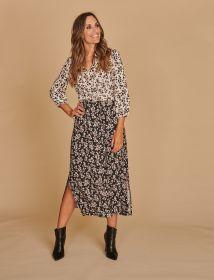 Lang kleed met bleke print bovenaan en donkere print onderaan Riani