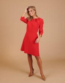 Rood kleed met strik bovenaan Linea Raffaelli