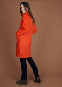 Oranje mantel met tricot afwerking in rug Rosso 35