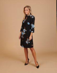 Zwart kleed met lichtblauwe bloemenprint Atmos