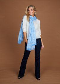 Lichtblauwe sjaal met ecru print Riani