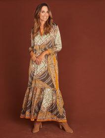 Camel, grijs, groen lang kleed met print Mucho Gusto