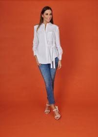 Witte bloes met borstzak en lint Luisa Cerano
