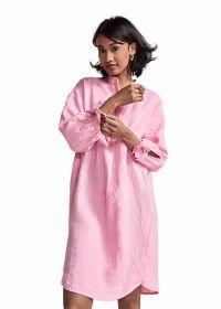 Roze kleed met strik aan de mouw Riani