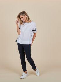 Witte linnen T-shirt met marine streep op mouw en opzij Rosso 35