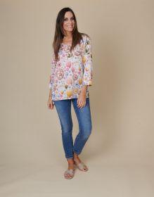 V-hals bloes met print in pasteltinten Mucho Gusto
