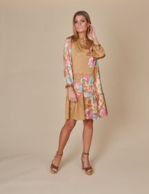 Bruin V-hals kleed met multicolor print Mucho Gusto