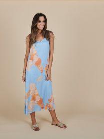 Lichtblauw lang kleed met oranje bloemenprint Senso