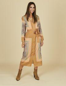 Oranje met beige lang doorknoopkleed met print Mucho Gusto