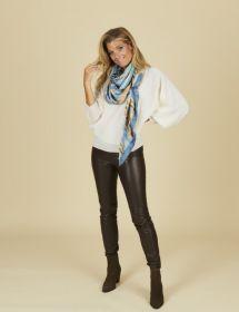Sjaal met lichtblauwe camel print Mucho Gusto