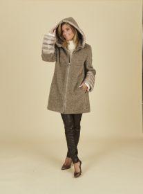 Taupe teddylook jas met mouwen in andere stof Cinzia Rocca