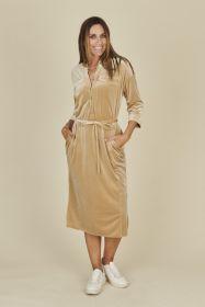 Beige lang hemdkleed in velours Amania Mo